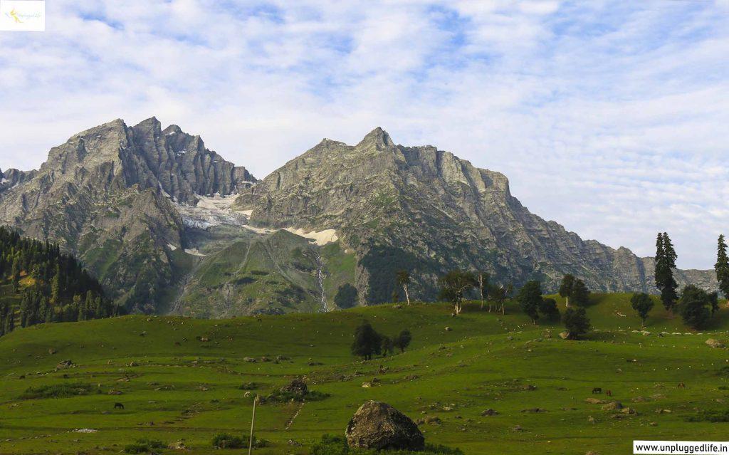 Sonamarg, Sonamarg in Kashmir, Mountains of Kashmir, View of Sonamarg, Sonamarg Sightseeing, Ladakh, Unplugged Life, Srinagar to Leh, Srinagar to Leh by Road, Srinagar to Kargil by Road, Kargil to Leh by Road, Leh to Srinagar highway, Srinagar to Lamayuru, Srinagar to Leh Ladakh, Landscape in Ladakh, Landscape, Mountains, Sonamarg in Jammu and Kashmir